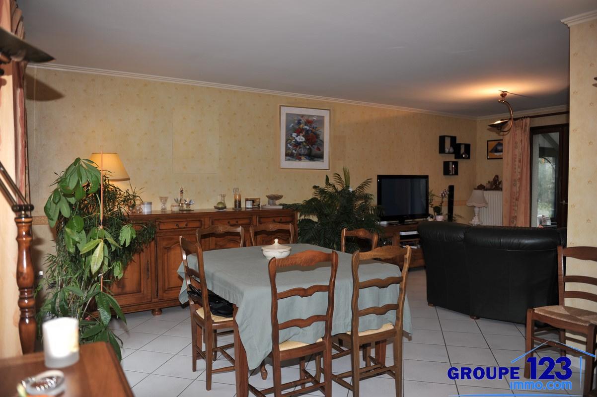 Vente pavillon sur sous sol 4 chambres cuisine ouverte for Sol cuisine ouverte sur salon